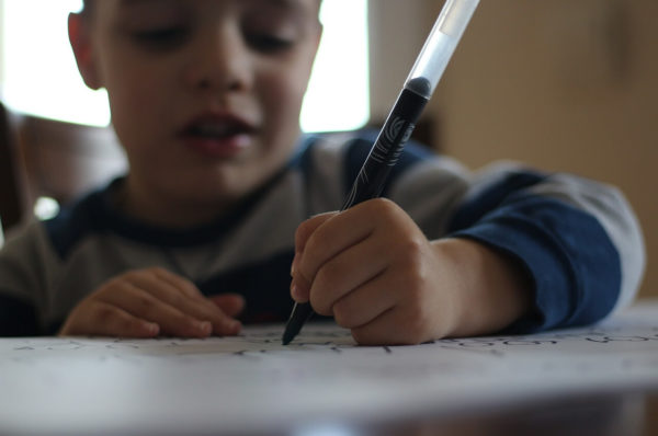 Grafomotoričke vežbe za predškolce: Pripremite detetovu ruku za pisanje