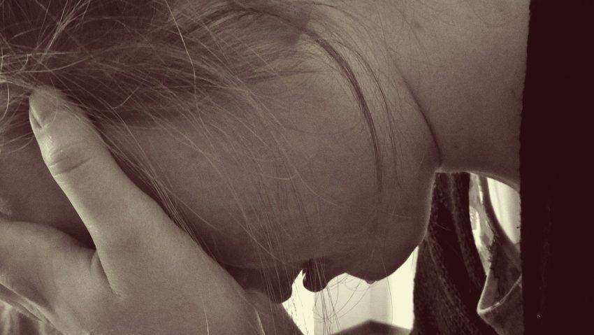 Postporođajna depresija: simptomi, uzroci, posledice