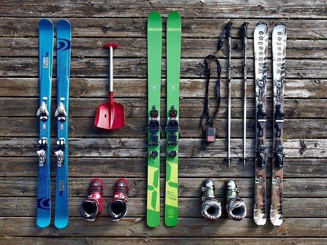 skije i oprema z askijanje na jednom mestu