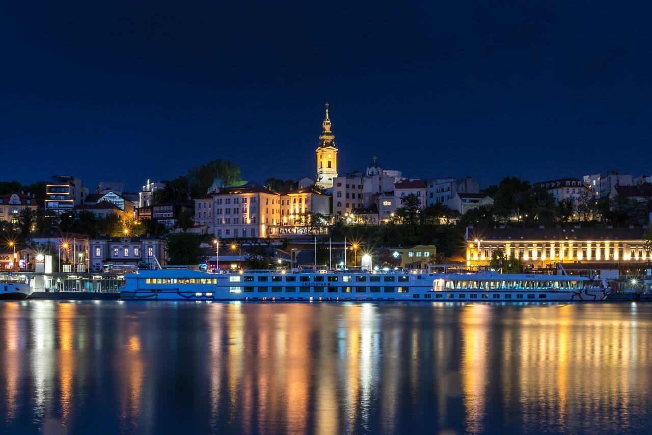 Pogled na stari grad Beograda sa reke