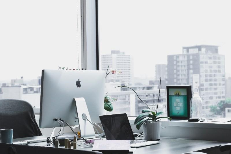 Fotografija moderne kancelarije u zgradi