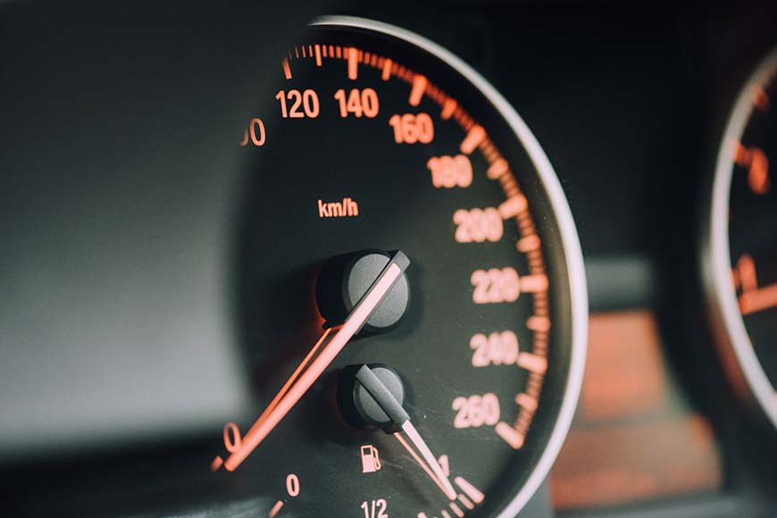 Prikaz kontrolne table automobila