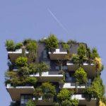 Visoka zgrada sa baštama u obliku drveća na terasi