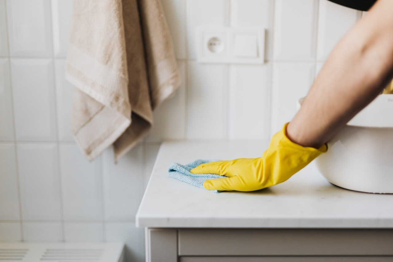 žute-rukavice-čišćenje