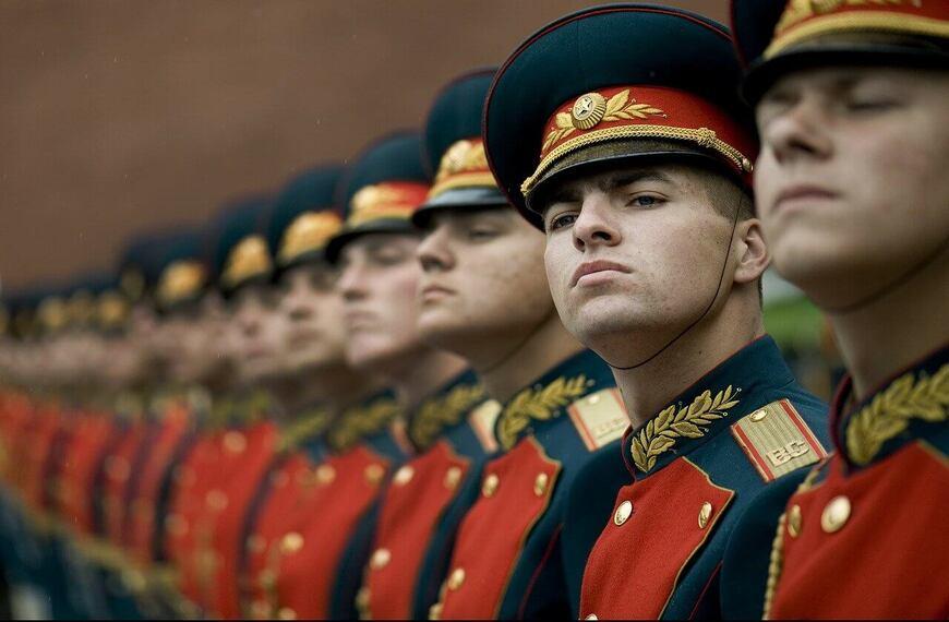 Vojnici u vojničkim uniformama